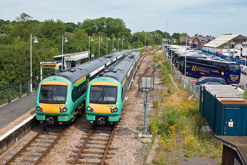 1st Jul 10:  Crossing at Rye are 171723 working the 11.32 from Brighton to Ashford and 171725 on 1G30 the 12.32 from Ashford to Brighton