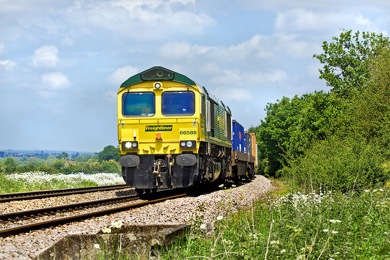 2nd Jun 10:  Following the Wentloog is 66588 hauling 4O54 from Leeds to Southampton through Grazeley