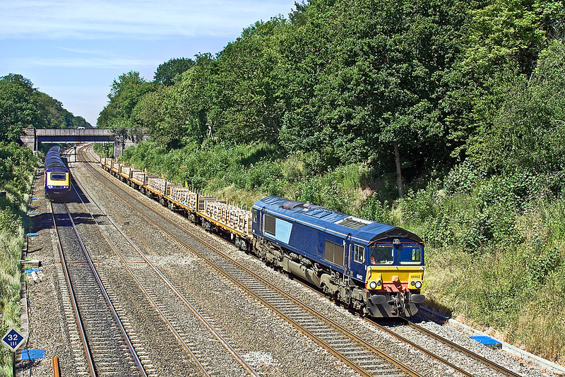 22nd Jun 10:  A last minute stand in for 66721 on 4L31 from Taunton's Fairwater Yard to Whitemoor Yard  is 66402.  Running about 100 minutes late the train is pictured at Duffield Road in the Sonning Cutting
