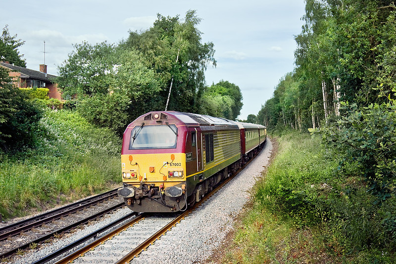17th Jun 10:  67002 'Special Delivery' now leads as the Ladies Day special to Ascot nears Wokingham on the return journey to Manchester