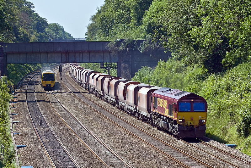 4th Jun 10:  The Whatley to St Pancras stone is powered by 66124. Captured here in the Sonning Cutting