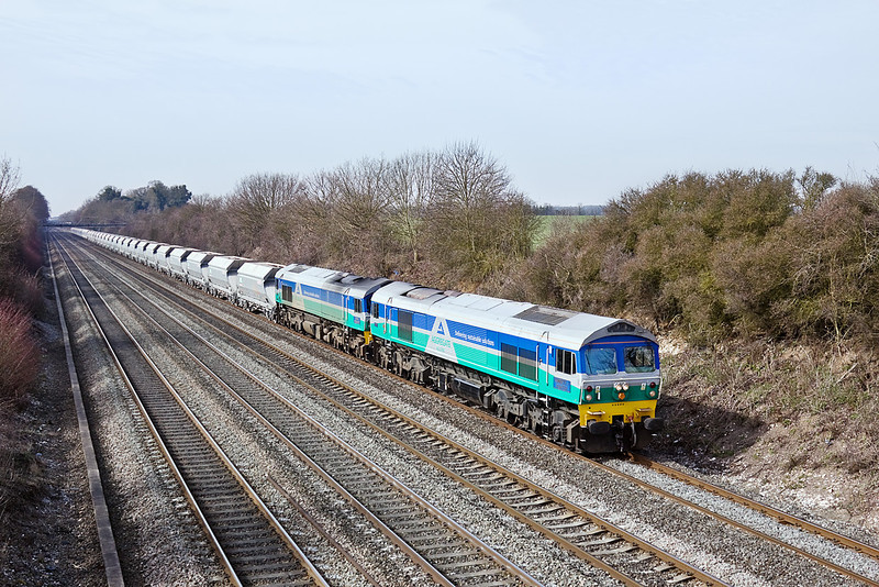 18th Mar 10: 59005 & 59001 DIT work 7A09 from Merehead to Acton.  4,500 tons is all ia a days work for a class 59.