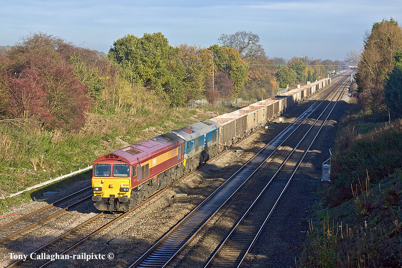 15th Nov 10:  59205 & 59004 near Southbury Lane in Ruscombe with 7C77 from Acton to Merehead.  From now, for the next 3 months the shadows here will be a serious problem for the photographers