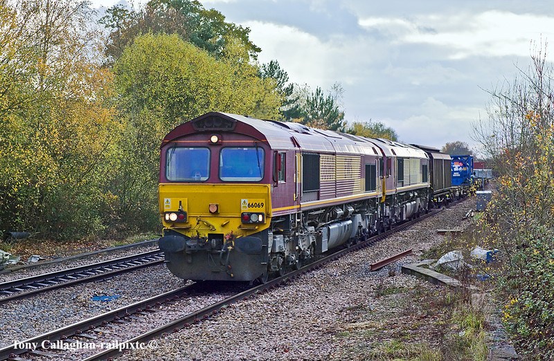 18th Nov 10:  The Marchwood to Didcot service 6V38  runs through Mortimer.  Powered by 66069, inside is 66065.