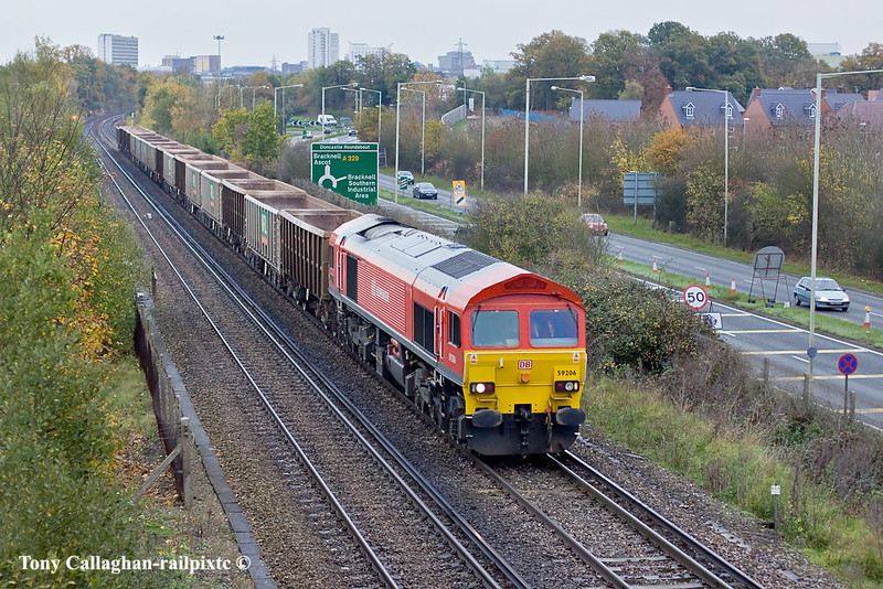 9th Nov 10:  The Red Barron, 59206, leaves Bracknell with 7V67 from Sevington to Marehead.  Much worse light than yesterday unfortunately. Down to 1/640 @ f2.2, iso 800,  Canon 50mm f1.4