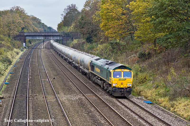 17th Nov 10:  On a very cold and grotty day 66618 threads the Sonning Cutting  wortking the Lafarge empty cement tanks  bakc to the works at Earles inthe Hope Valley