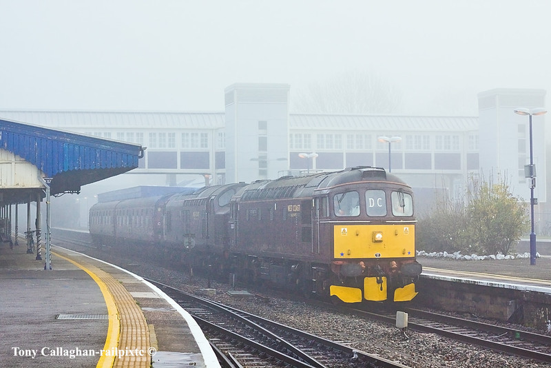 15th Nov 10:  West Coast Railways duo 33207 & 37516 run through Twyford working 0Z33 from Southall to Eastleigh.  On arrival they are to collect two more coaches and then go to Hotchley Hill.  The Fog   no comment !!