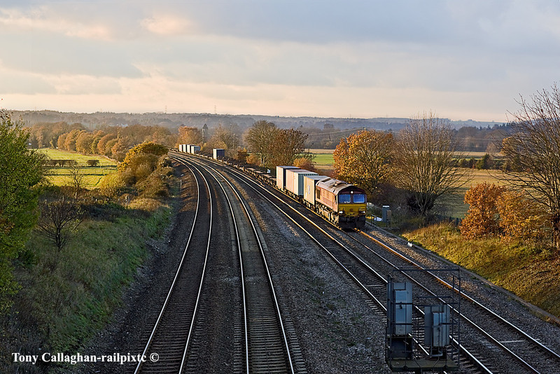 23rd Nov 10:  In wonderful light at Westbury Lane in Purley on Thames 66006 trundles away from Pangbourne with 4O16 Intermodal from Ditton to Southampton.
