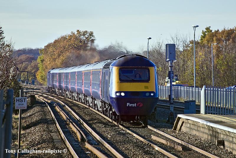 26th Nov 10: The 10.30 from Cheltenham hammers through Twyford
