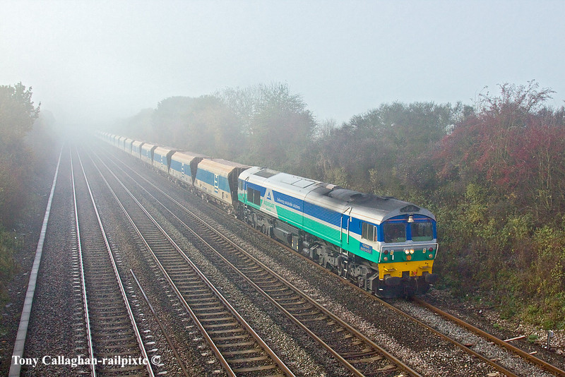 15th Nov 10:  As the fog closes in again 59001 plods east through Shottesbrooke with 7A09 from Merehead to Acton