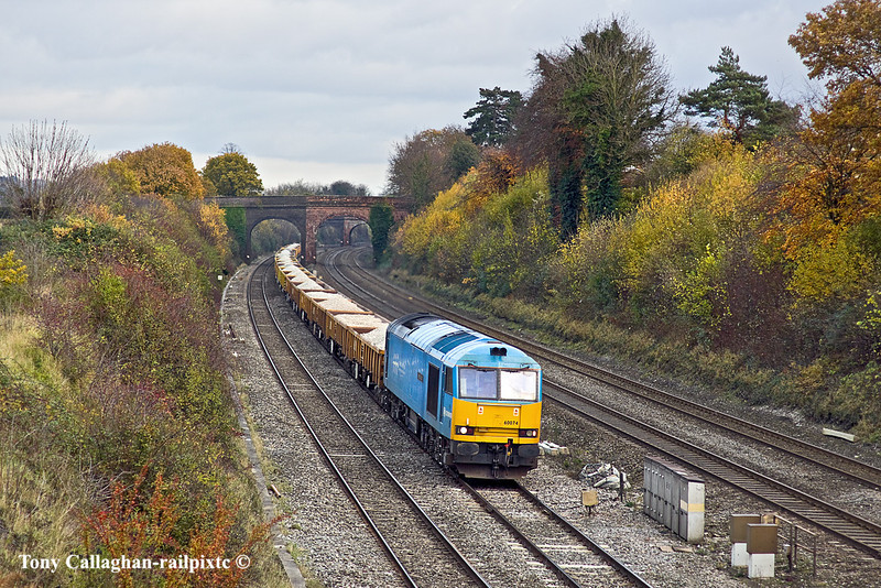 23rd Nov 10:  60074 is tasked with 6V27 the afternoon Departmental from Eastleigh to Hinksey.   No 74 is on it's way to Toton!    Captured here at Westbury Lane in Purley on Thames