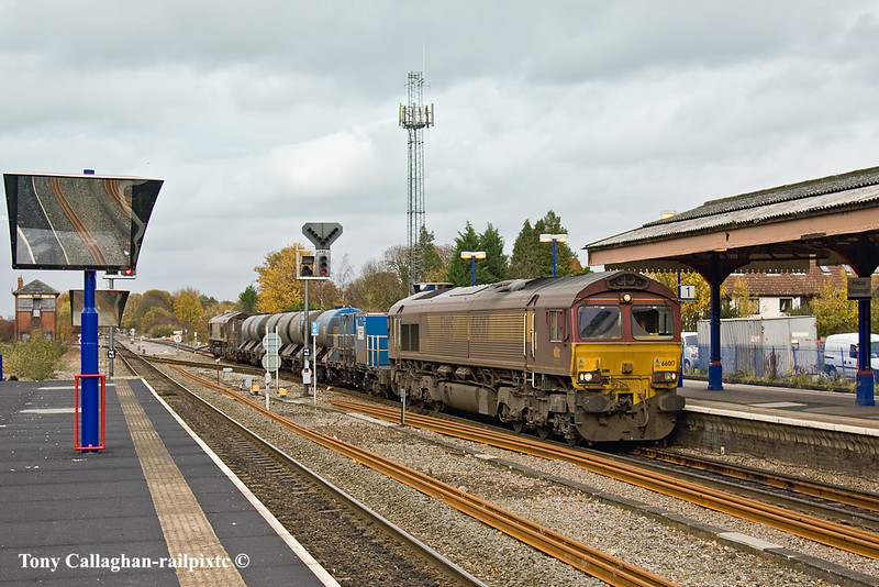 3rd Nov 10:  66017 TnT 66001 arrives back in Princes Risborough from Bicester.  3J71 will now go to Aylesbury