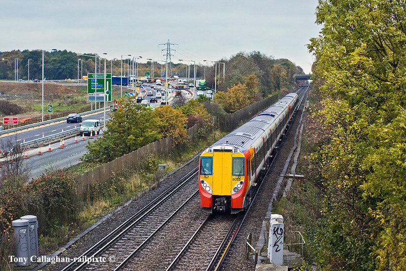 9th Nov 10:  458022 working the 14.08 from Reading to Waterloo is 7 minutes late as it runs beside the A329 on the approach to Bracknell