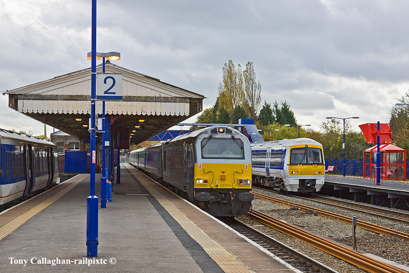 3rd Nov 10:  A busy moment at Risborough as 67013 and a WSM set trundles through on it's way to the depot at Aylesbury