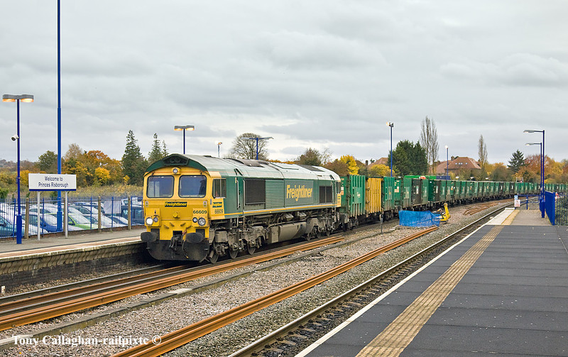 3rd Nov 10:  66609 crawls through Princes Risborough with 6M22 Binliner from Cricklewood to Calvert