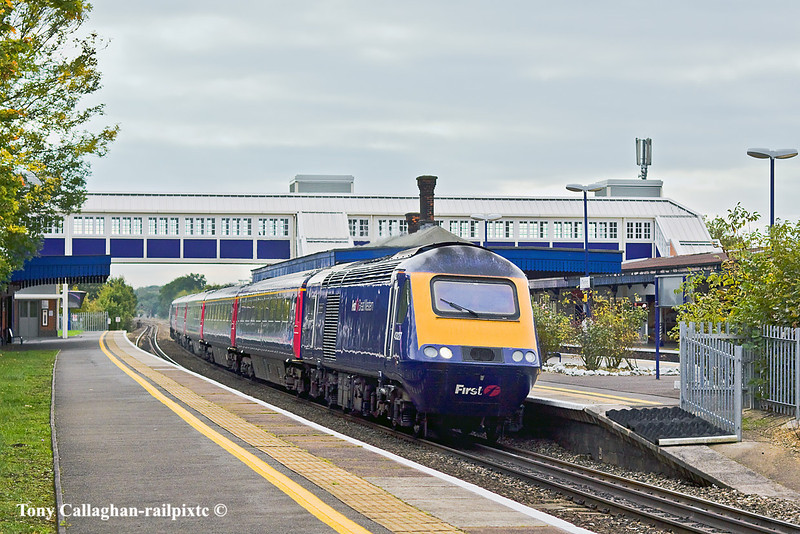 13th Oct 10:  An HST on the Up Main at Twyford  in full dull, Why bother even tough there are only 5 coaches?  1Z55 was a non stop dash from Plymouth to Paddington via the B & H.  Considdering the nature of the route with it's many slow sections the average of 67 mph for the 225.75 miles is very good going
