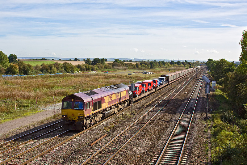 7th Oct 10:  Passing the location of Moreton Cutting Yard is 66154 working 6M48 from Southampton Eastern Docks to Garston