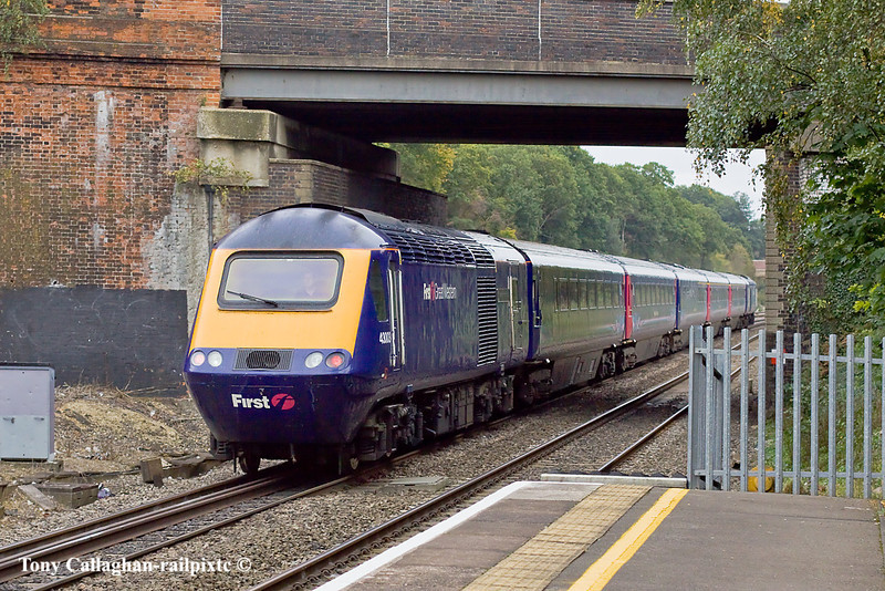 13th Oct 10:  Dashing through Twyford with 1Z55 a high speed non stop run from Plymouth to Paddington are 43027 & 43003  with only 5 trailers