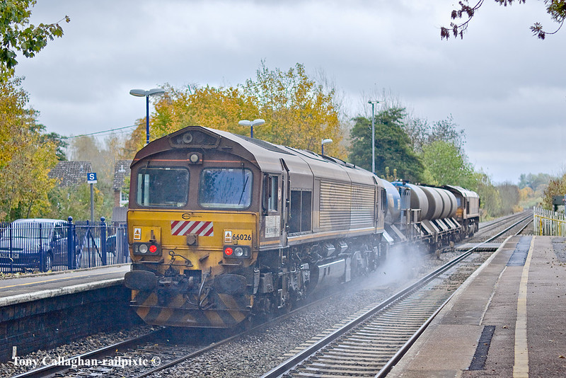 29th Oct 10: Giving the rail the treatment through Midgham Station are Eurosheds 66026 & 66073.  3J43 is based on Didcot