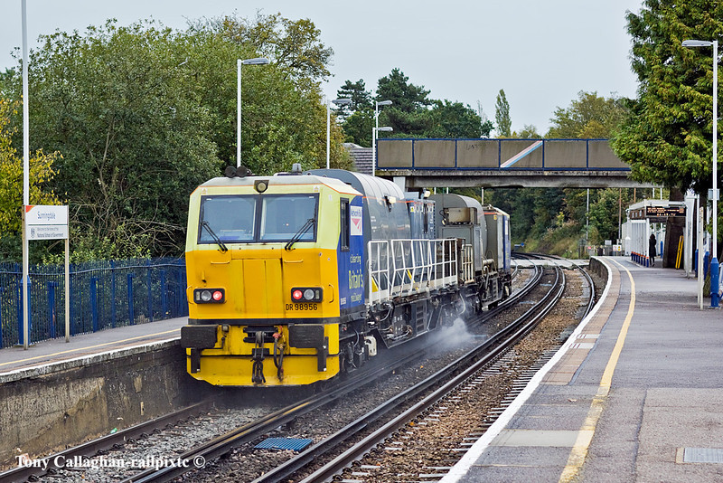 26th Oct 10:  DR98956+98906 are working 3S82 from Effingham Junction.  Seen here rushing through Sunningdale, it will be 4 1/2 hours before they return going the other way having visited Clapham Jct, Windsor and Weybridge