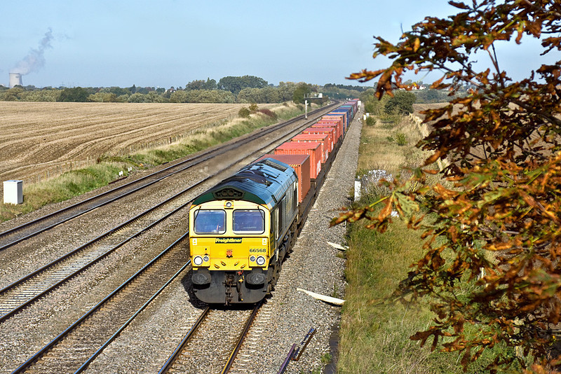 7th Oct 10:  66568 is in charge of 4O14 from Birch Coppice to Southampton