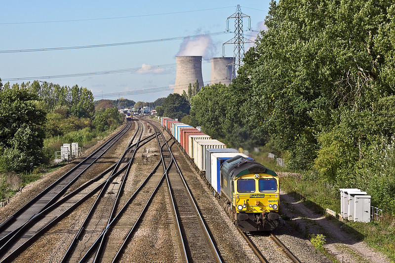 7th Oct 10:  The 06.13 from Leeds to Southampton with 66507 on the point approaches Fulscotcot Bridge at Didcot