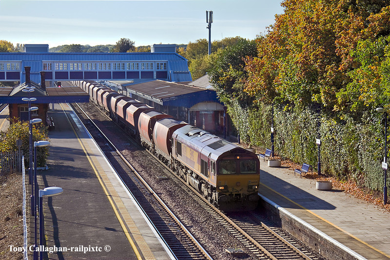 25th Oct 10:  66039 brings a late running 6M20 to St Pancras from Merehead through Twyford