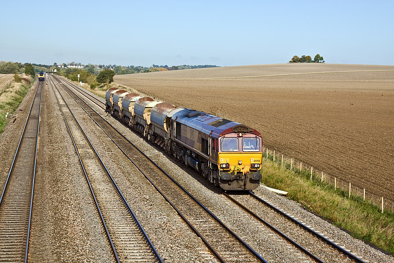 7th Oct 10:  With 5 autoballasters in tow 66006 trundles tha Hinksey to Eastleigh Departmental past Manor Farm in Cholsey