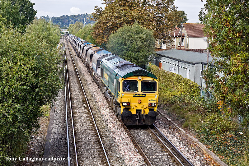 18th Oct 10:  An unexpected bonus was 66601 working the Neasden to Wool sand empties (6O49).  Seen here crossing Addlestone Moo