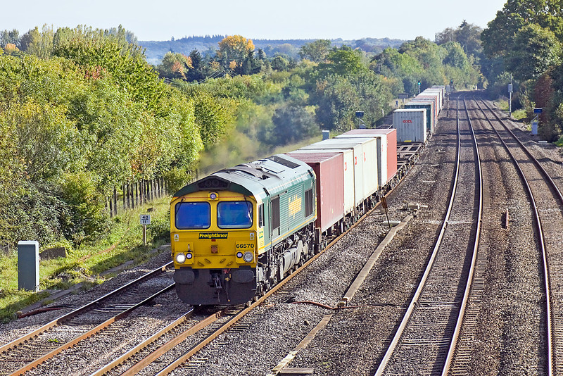 7th Oct 10:  Running through Lower basildon is 66570 working 4M61 from Southampton to Trafford Park