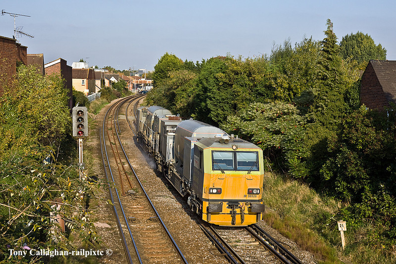12th Oct 10:  Leaf buster MPV DR98926+98976 passing through Egham