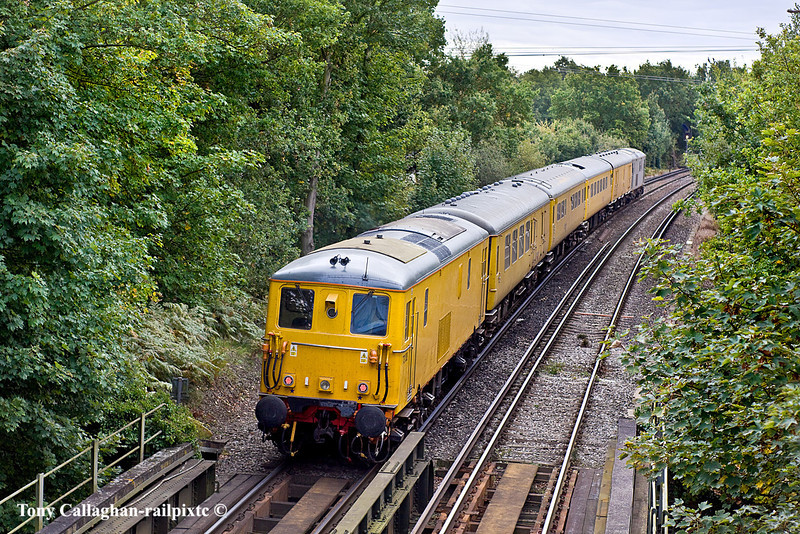 18th Oct 10:  Headed by 73107 working on Diesel power  and tailed bt 73138 the TRU test train from Selhurst to Eastleigh is captured here at Coxs Lock in Addlestone