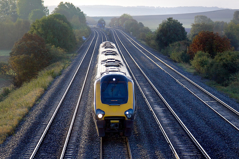 7th Oct 10:  The 08.41 Cross Country service from Reading to Newcastle 1E86 rushes towards Didcot.