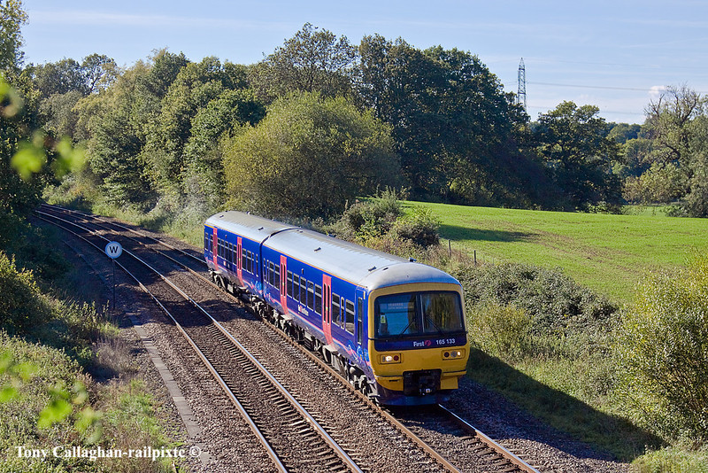 20th Oct 10:  165133 makes yet another northbound trip on the Basingstoke to Reading shuttle service. Captured here at Silchester