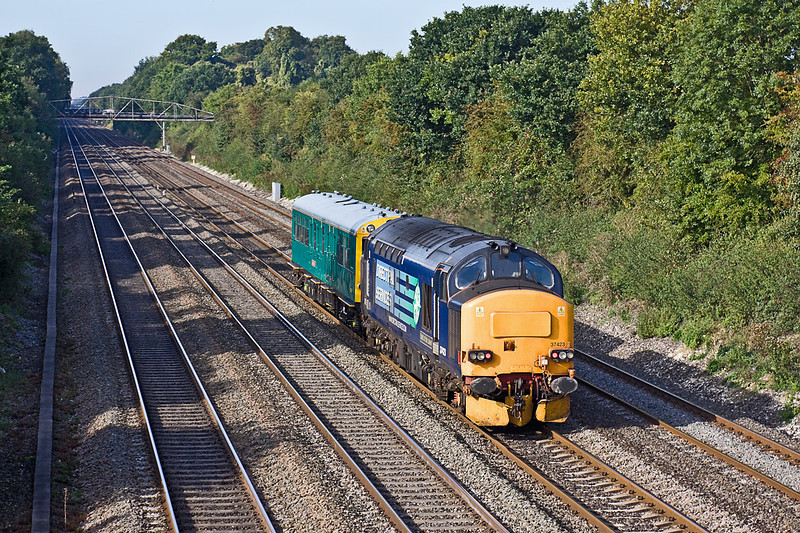 21st Sep 10:  2Z01 took Caroline from Ealing Broadway to Cardiff via Swansea, with the help of 37423 of coourse!  Captured here passing through Shottesbrooke.
