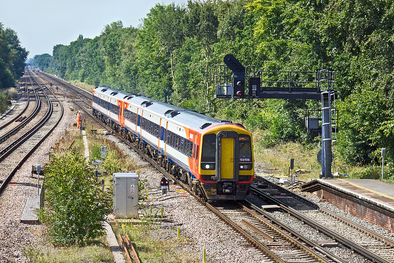 2nd Sep 10:  159106 leads 159006 as 1L40 the 10.26 from Exeter St Davids to Waterloo races through Farnborough