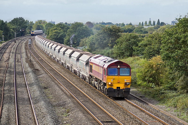 30th Sep 10:  6A17 is in the hands of 59201.  Captured here running between Langley and Iver