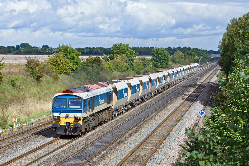 16th Sep 10:  59104 Brings Hanson Hoppers towards Reading on 6V18 Hither Green to Whatley.  Shottesbrooke