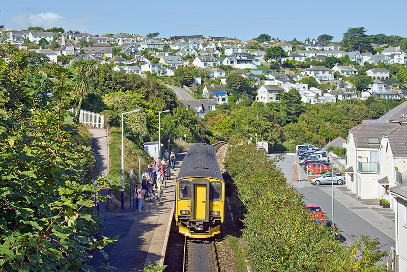 8th Sep 10:  It is 10.41 at Carbis Bay and another group of passengers prepare to squeeze on the already full 10.41 from St Erth for the short journey into St Ives