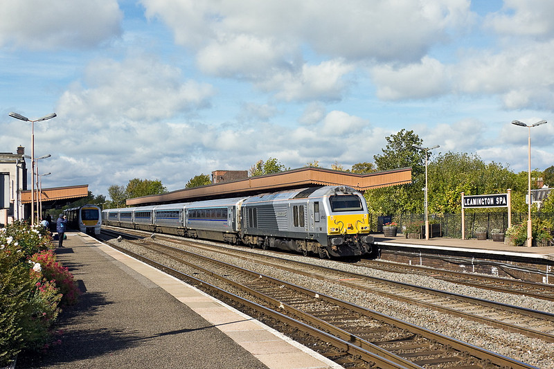 21st Sep 11:  67012 heads Chiltern Railways 10.55  Main Line service from Birmingham New Street to Marylebone as it calls at Leamington Spa.  1H32 will arrive in London at at 12.32