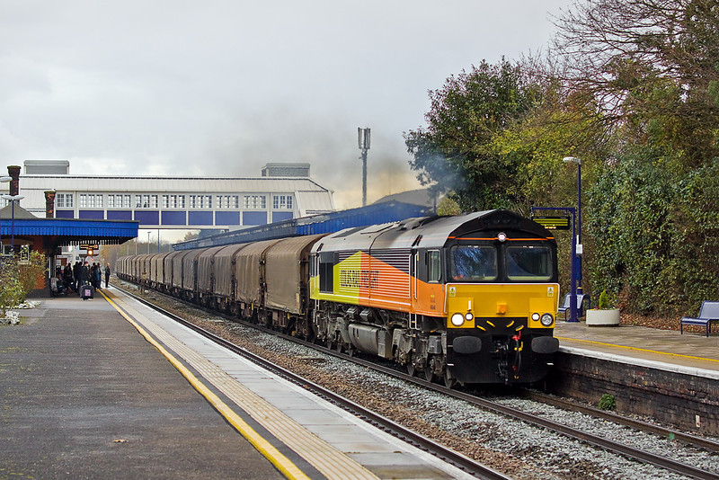 11th Dec 11:  66846 roars through Twyford on a cold and damp Sunday morning while working 6O78 loaded steel from Llanwern to Dollands Moor