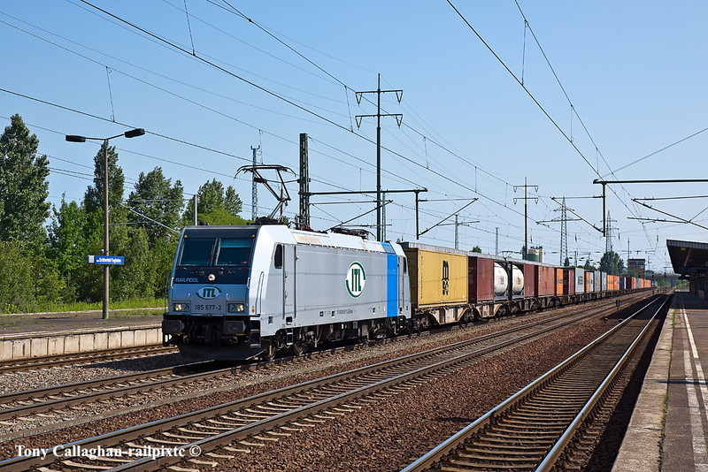 10th Jun 11:    ITL's 185 677-2 runs west with a container train at Shonefeld