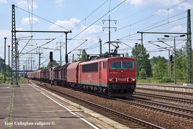 10th Jun 11:    Railion 155 023-5 hauls a load of covered steel wagons east through Shonefeld