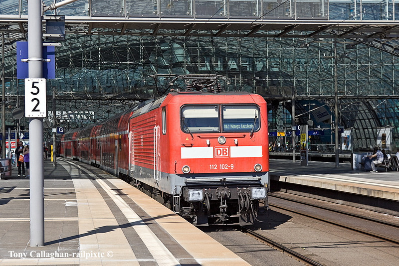 2nd Jun 11:  Departing to the west is 112 102-9 working Regional Service 2 to Konigs Wustrhausen