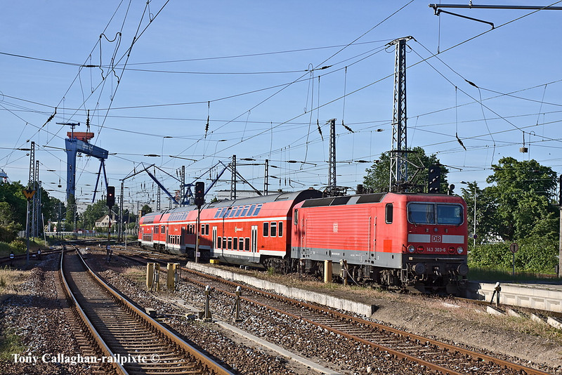 3rd Jun 11:  An early morning shuttle service from Warnemunde to Rostock departs from platform 4