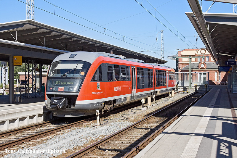 4th Jun 11:  On a seriously hot day sitting in platform 5 at Rostock 642 185 is waiting to form the next service RB12 to Graal Muritz