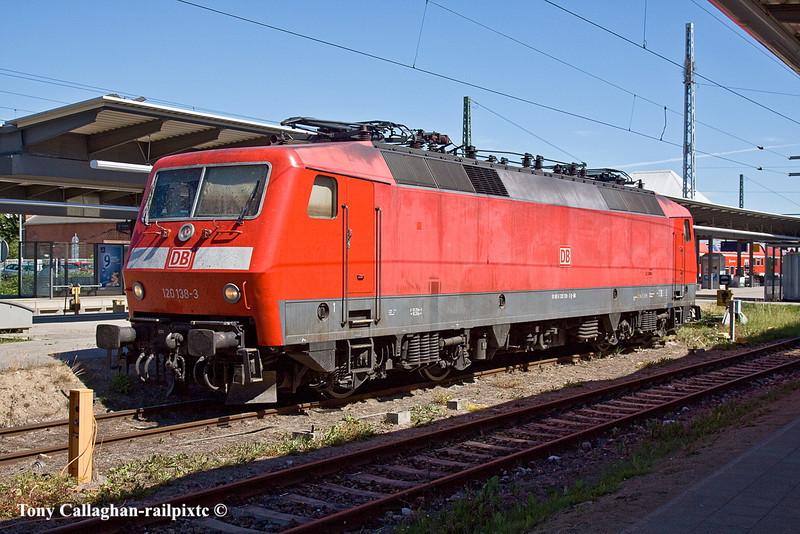 4th Jun 11:  120 138-3 awaits it's next duty at Rostock