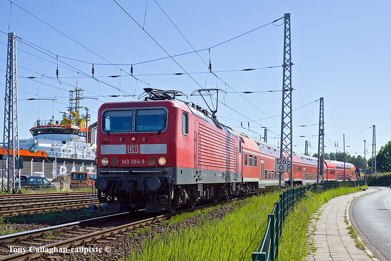 2nd Jun 11:  143 564-3 crossing the level crossing on the approach to Warnemunde