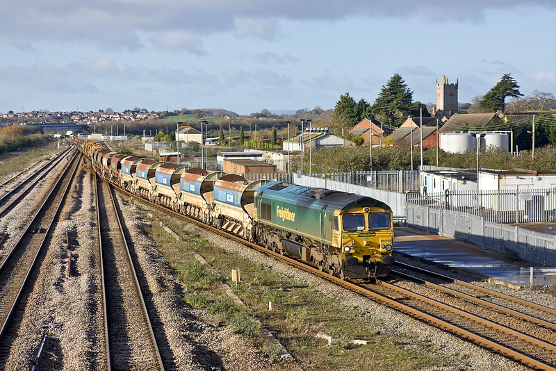 27th Nov 11:  6W33 has now reversed and with 66549 now leading is heading for the Severn Tunnel,  It will  use the cross over at the far end of the junction station to gain the Up Line