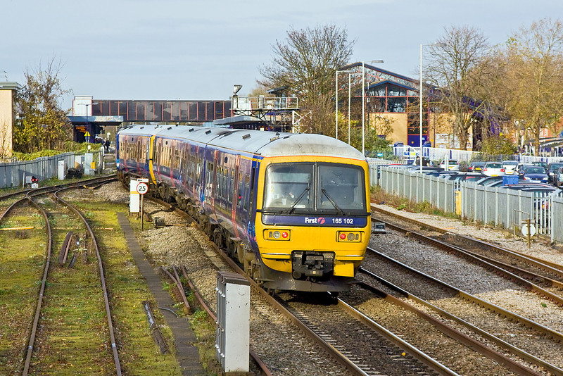 23rd Nov 11:  165102 is the rear set on the 11.27 from Paddington to Oxford.  2N32 is seen here entering platform 2 at it's destination